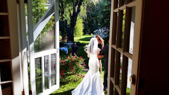 Hartwell House Inn and Conference Center: Bride in backyard of Hartwell House Inn