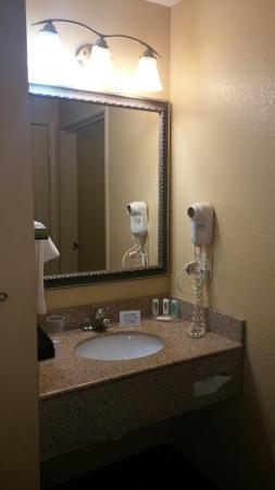 Quality Inn: TA_IMG_20160129_202452_large.jpg