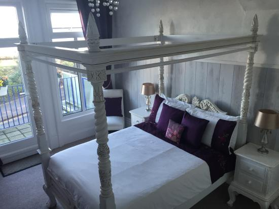 Sea View Guest House: Four-Poster double room with sea view and balcony