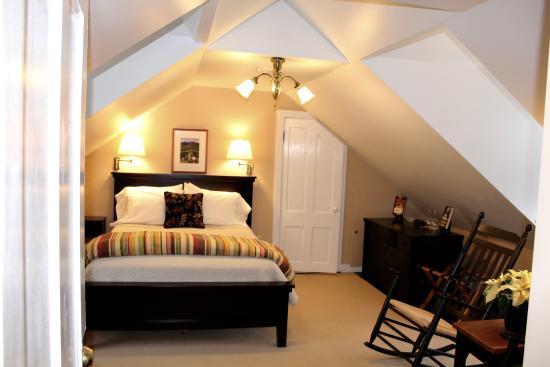 Ardmore Inn: Archer Mayor Room