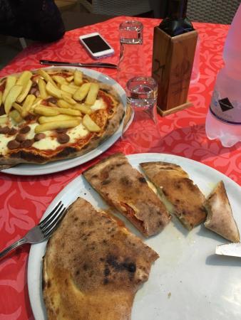 Mascalucia, Italia: Pizza stupenda, personale cordiale.