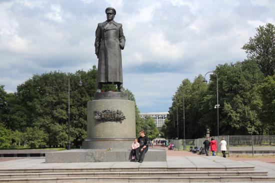 Monument to Zhukov