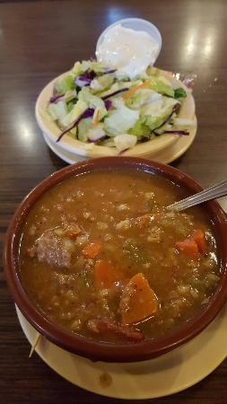 ‪‪Downey‬, كاليفورنيا: Beef barley soup and salad‬