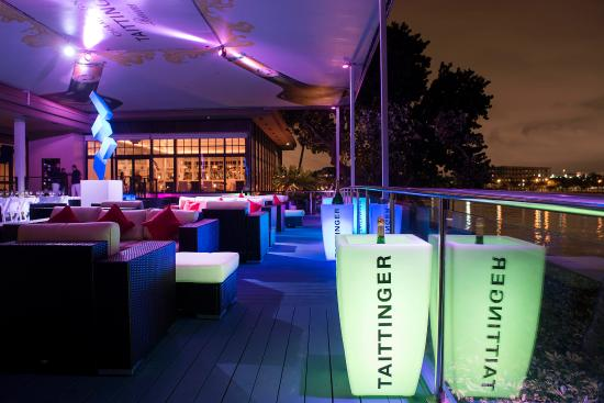 Palmeiras Beach Club at Grove Isle: Taittinger Lounge