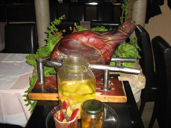 Restoran Giardino: National smoked ham