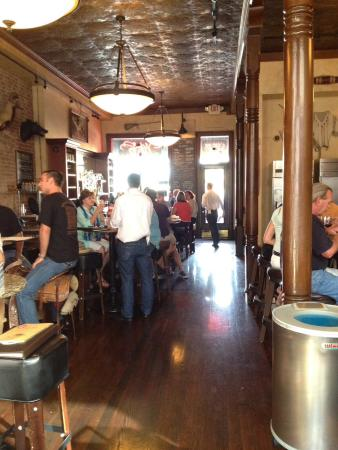 Bounty Hunter Wine Bar & Smokin' BBQ : Inside