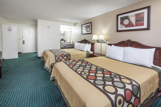 Clinton, OK: Room w/2 Queen Beds