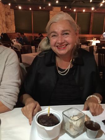 Wellington, فلوريدا: Tanti aguri a te birthday singing with cake