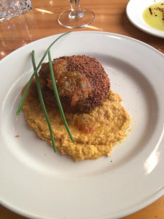 King Crab Oyster Bar and Grill: Crab cake