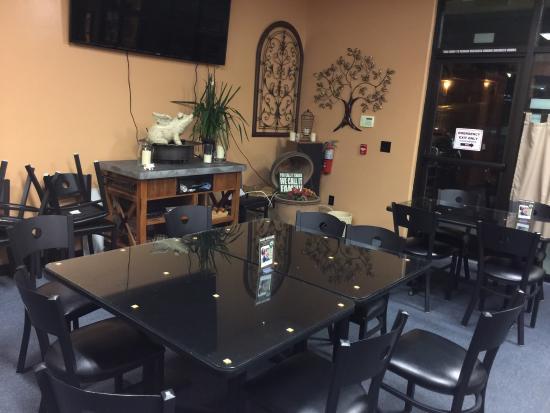 Cameron Park, Kalifornia: Menu , counter and seating areas