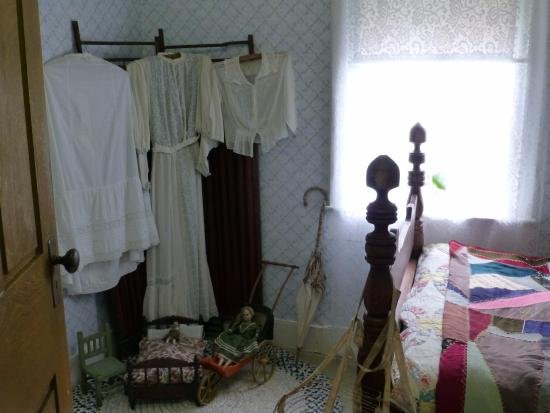 Madoc, Canada: Museum House-- girl's bedroom