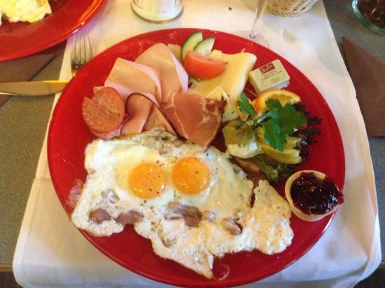 Mosbach, Alemania: Frühstück