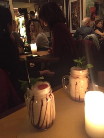 Ombre Rosse Caffe : Cocktail sympa dans un bar sympa!