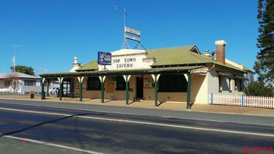 West Wyalong, Australia: Country Pub