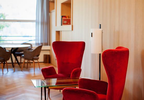 Parkhotel Bellevue: Halle