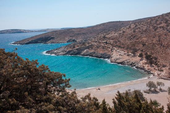 Psili Ammos beach, near the Messaria settlement, is one of Schinoussa's most attractive beaches