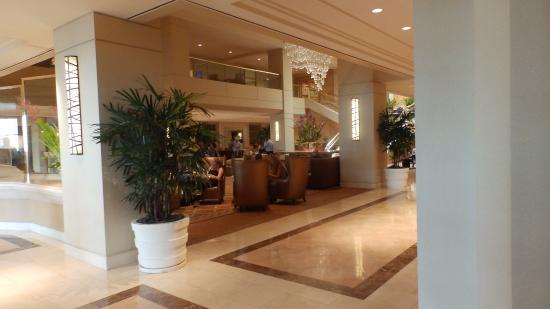 Hilton Los Angeles Airport: ヒルトンのロビー