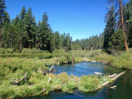 Sunriver, OR: Crossing the river to the falls