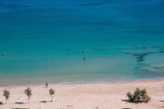 Irakleia, Grecia: Livadi is Iraklia's largest beach and one of the most popular.