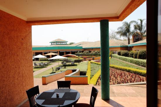 Crossroads Hotel: The Pool from Copper Pot Restuarant
