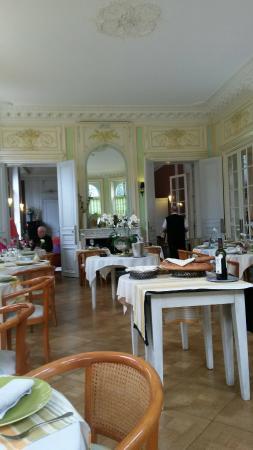 Châtellerault, France : La salle de restaurant