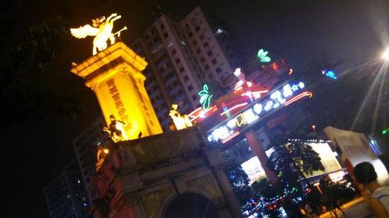 东莞南城富民美食街