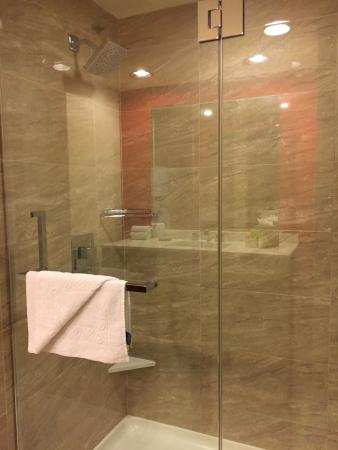 Bally\'s - shower - Picture of Bally\'s Las Vegas Hotel & Casino, Las ...