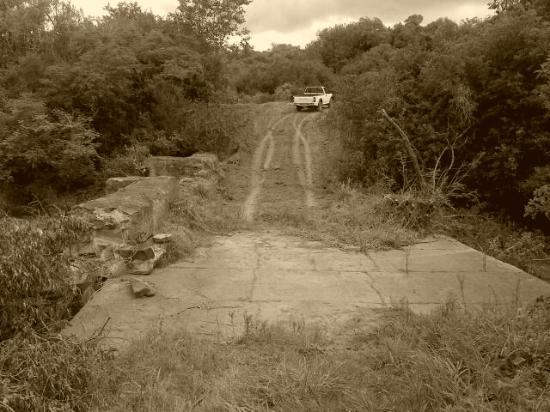 Bathurst, Südafrika: The Settler bridge offering one of two crossings of the Lushington River
