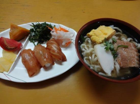 Minamidaito-son, Japan: 大東寿司と大東そば