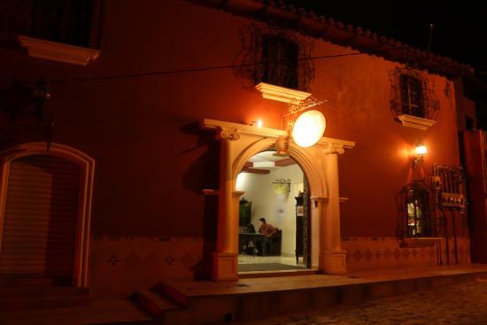 Hotel Real Camino Lenca: facade