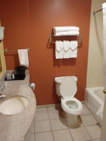 Ashland, VA: Clean bathroom