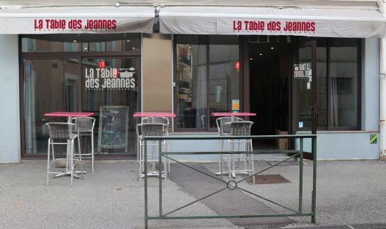 LA TABLE DES JEANNES