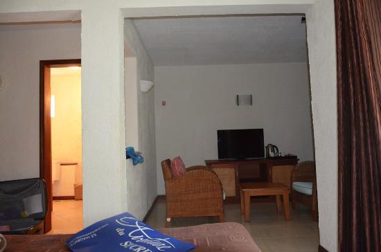 Chambre avec petit salon à droite et salle d\'eau à gauche - Photo de ...