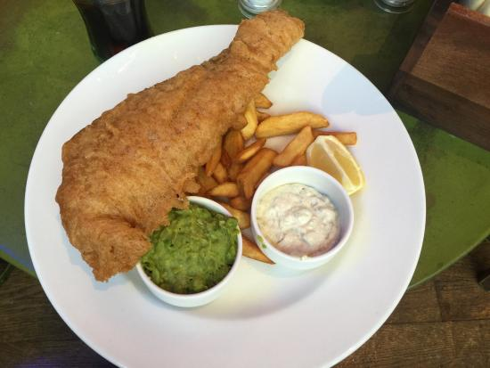 Boathouse: Fish & Chips. 3/5 Decent portion, thick batter, fish well cooked Good, not great.