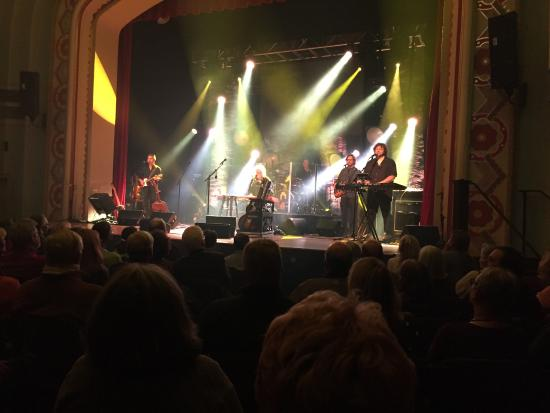 Easton, MD: Argo Guthrie on stage at the Avalon Theater