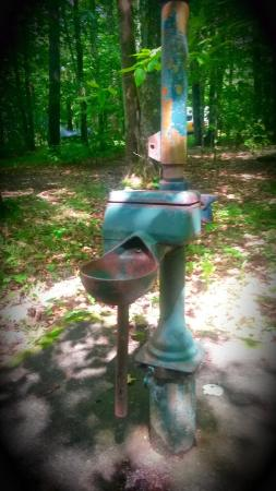 West Virginia: Old water well pump in Bear Haven camp ground