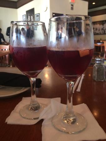Padrino's Cuban Cuisine: Refreshing Sangria uuuummmm