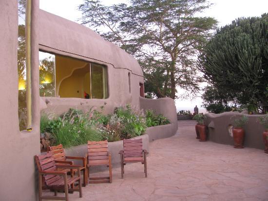 Mara Serena Safari Lodge: Outside the main Lobby