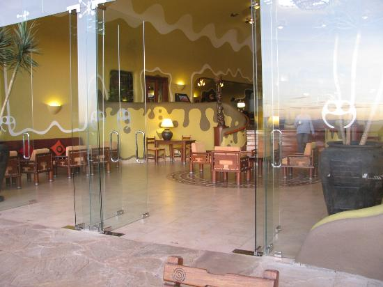 Mara Serena Safari Lodge: Inside Lobby