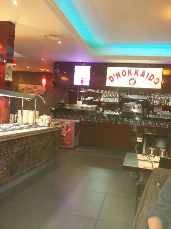 Olivet, Frankrijk: Dimanche soir, une envie de sushi et de wok....restaurant très propre, très bonne qualité et un