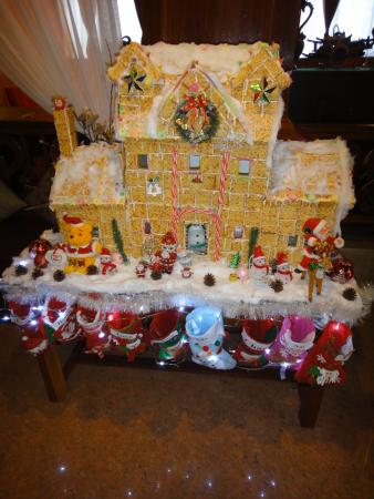 Angkor Pearl Hotel: saltine cracker house during Christmas