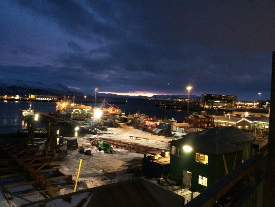 Icelandair Hotel Reykjavik Marina: Sunrise at 9:45am