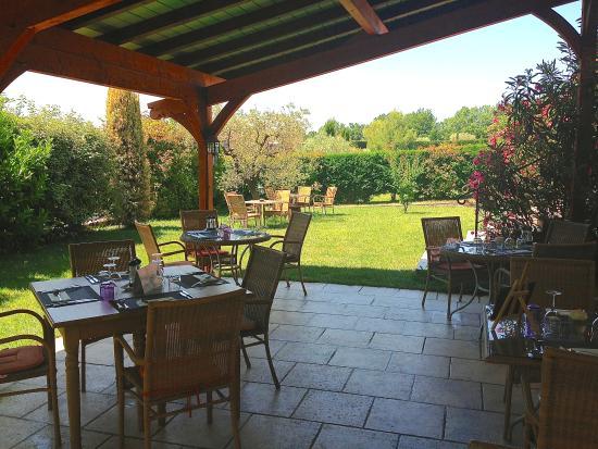 Les Terrasses de la Bastide : De la fraicheur dans le jardin....