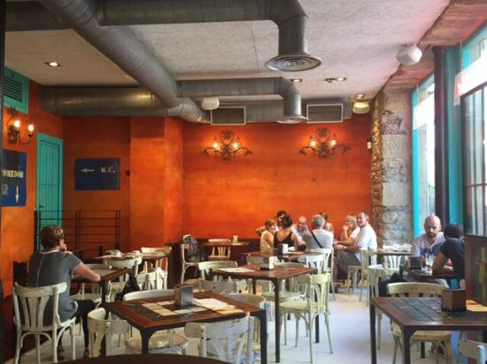 Fantastic We Had A Main Course Each And Drinks, Would Definitely Recommend As A Nice Place For A Beer Or A Glass Of Wine In The Plaza By The Cathedral But The Food Was Average, Good Location And A Decent Stopping Point Between Our Hotel And The