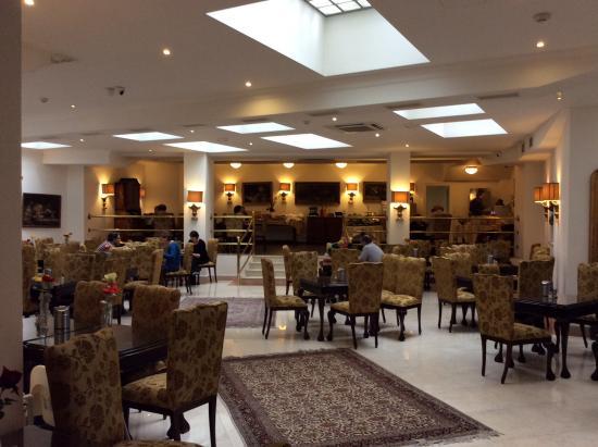 Residence Leon D'Oro: Хол отеля и место где накрывали завтрак