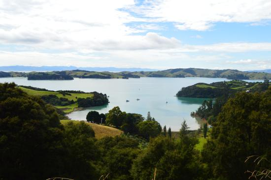 Νήσος Γουαϊχέκε, Νέα Ζηλανδία: One of the stops on the way to Man O' War