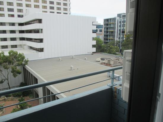 Comfort Inn & Suites Goodearth Perth: right- Adelaide terrace, Left- Swan Lake