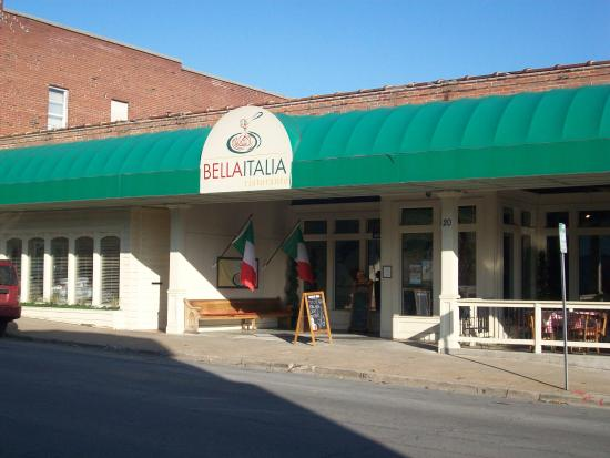 Bella Italia Ristorante: Bella Italia located on Spanish Street in old downtown Cape.