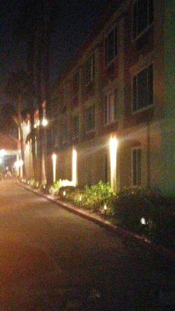 Best Western Plus Anaheim Orange County Hotel: 20151008_214152_large.jpg