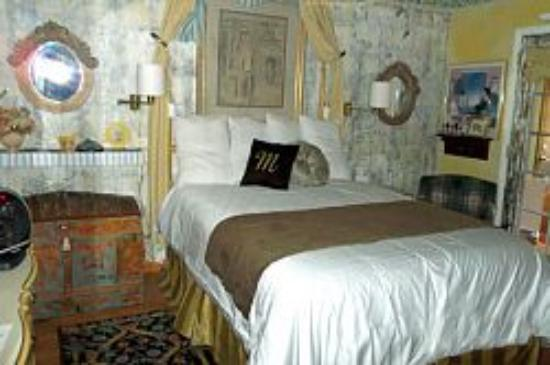 The Dumplin Patch Bed and Breakfast: Mariposa Queen Suite